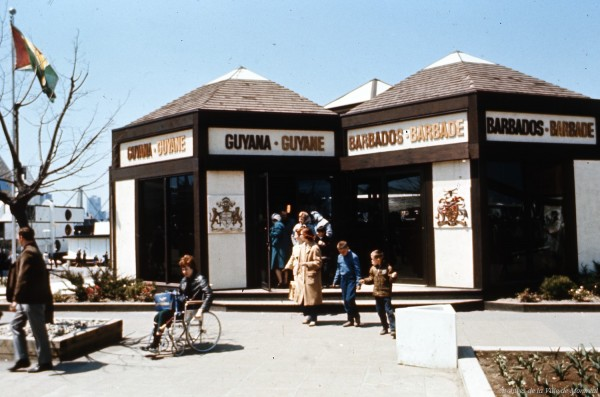 Pavillon de la Guyane et de la Barbade – Office national du film. – 1967. Archives de la Ville de Montréal. VM94-EXd281-075