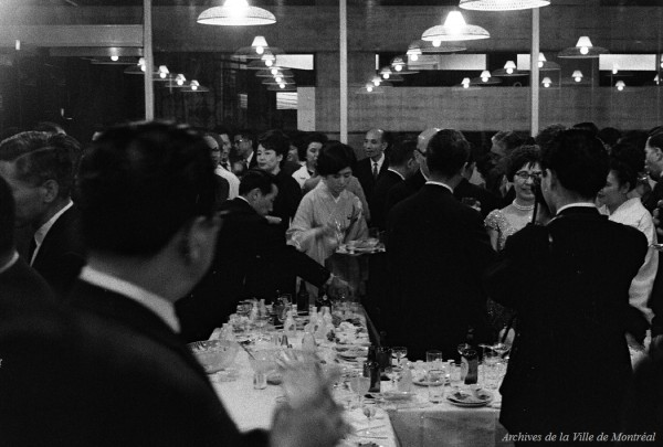 Réception au pavillon du Japon. 29 avril 1967. VM94-X003-088. Archives de la Ville de Montréal.
